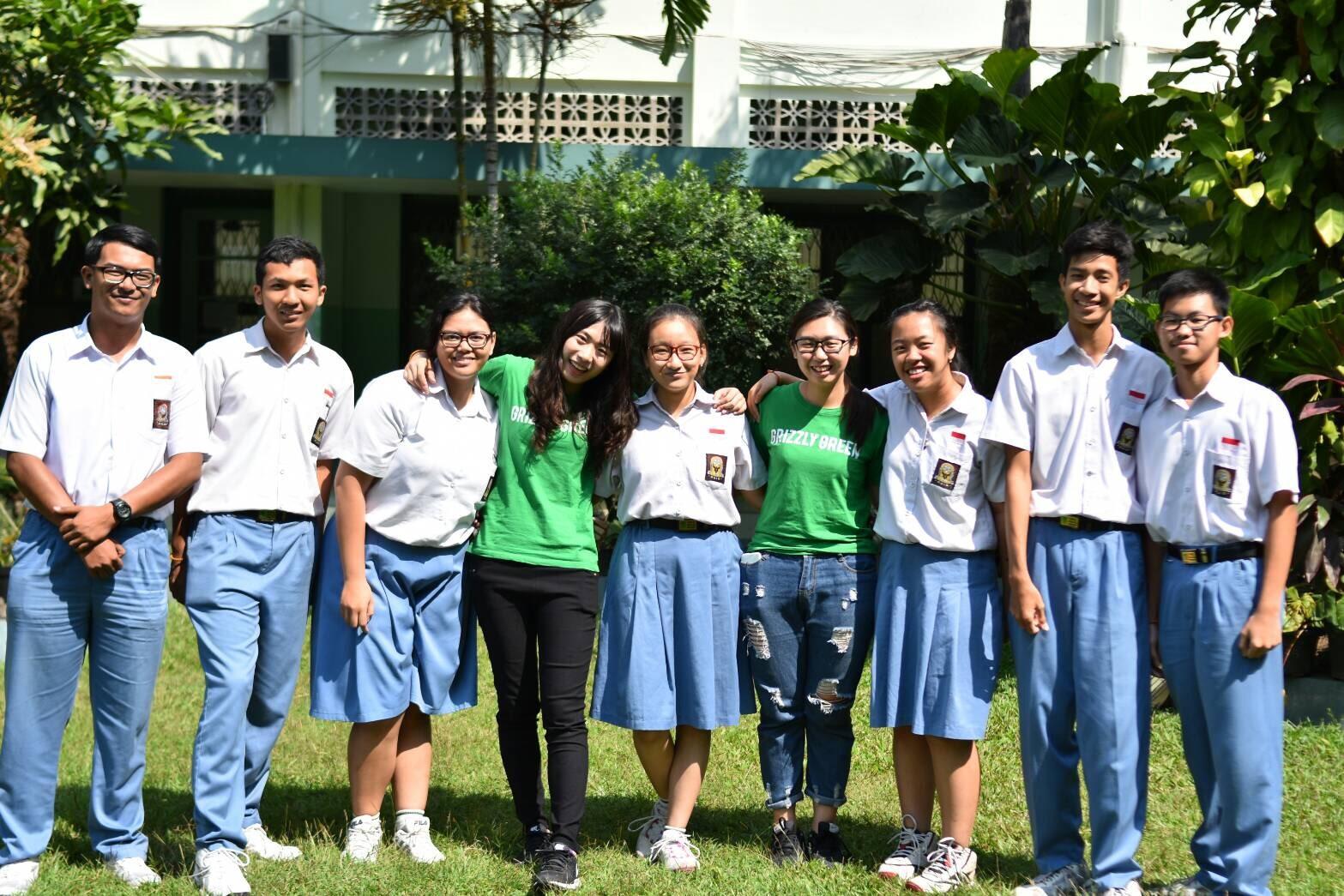 實習生與學生合照