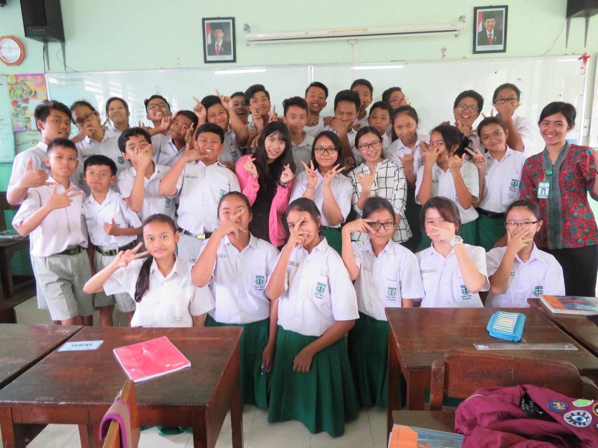 實習生與學生班級合照