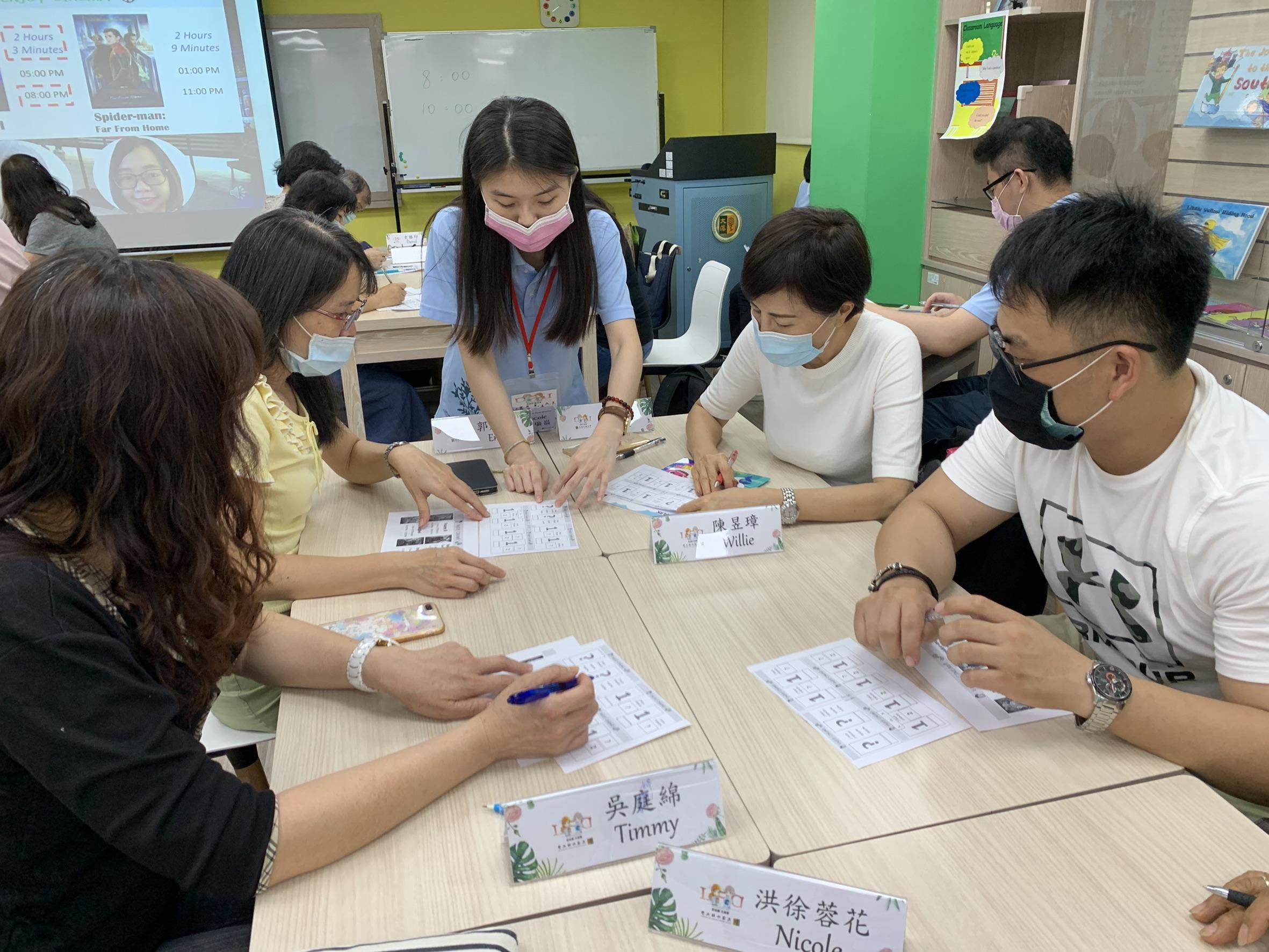 成人班-本系學生引導學員造句練習