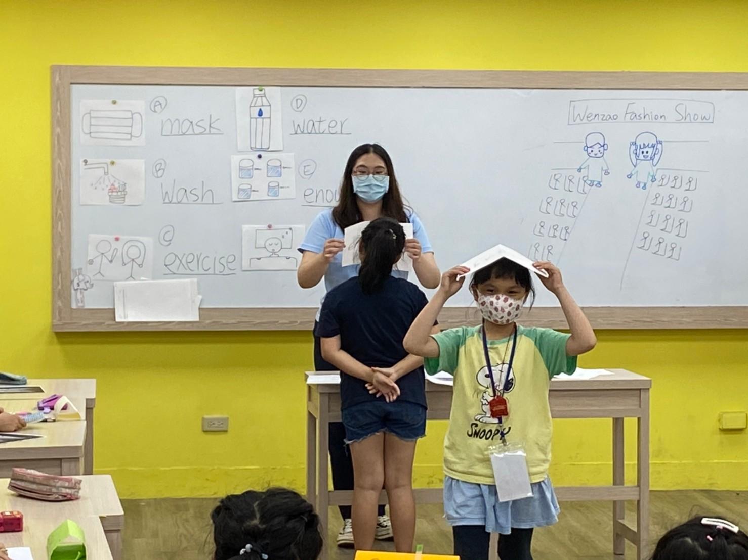 兒童班-與學員進行英語活動
